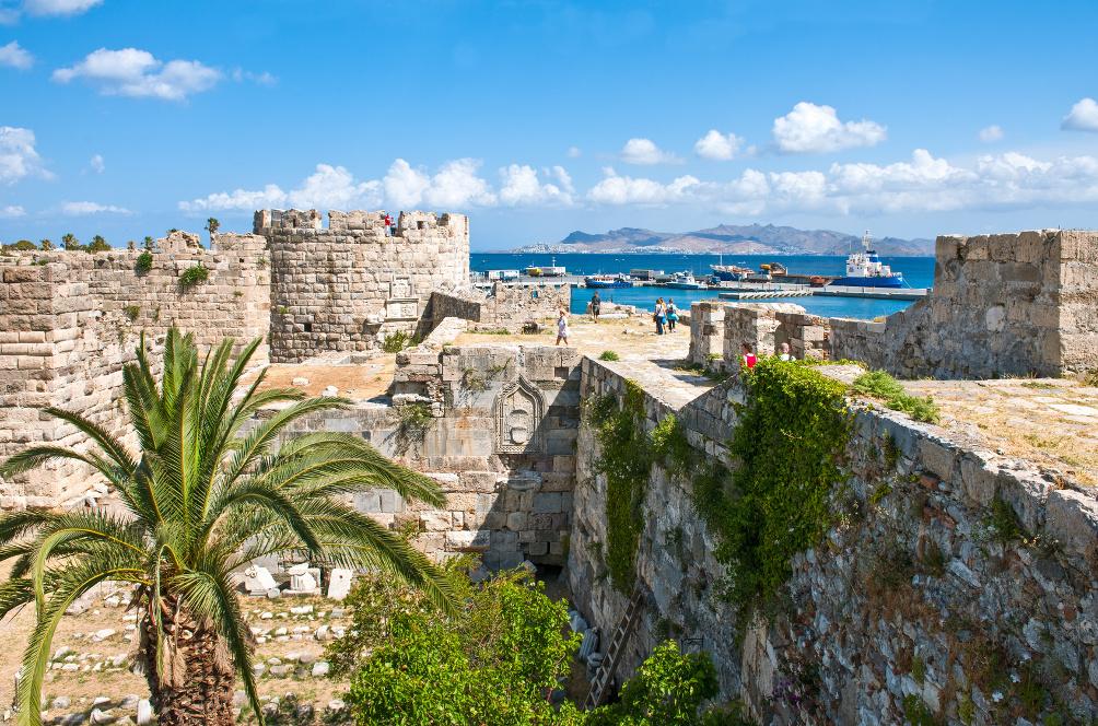 Auf den Wehrmauern des Kastells Nerátzia: Tooler Blick auf Stadt Kos und Hafen