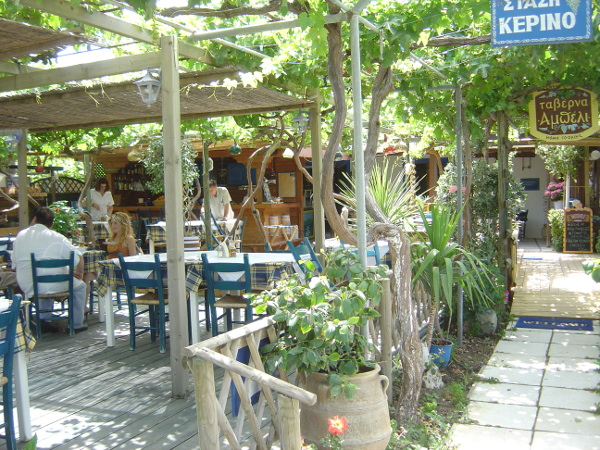 Die Taverne To Ampéli bei Tigáki